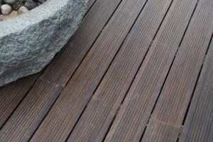 Tarimas de exterior de madera y sint ticas suelos de - Suelo sintetico exterior ...